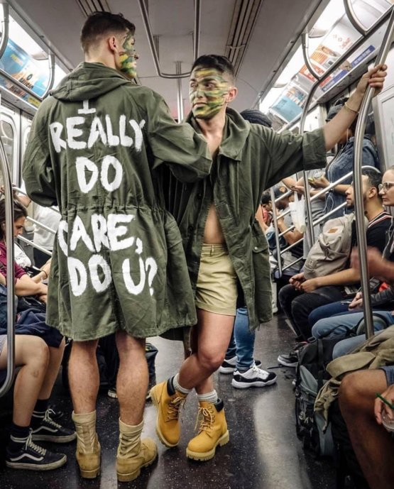 Two Subway riders in New York City - not my photo - Trending