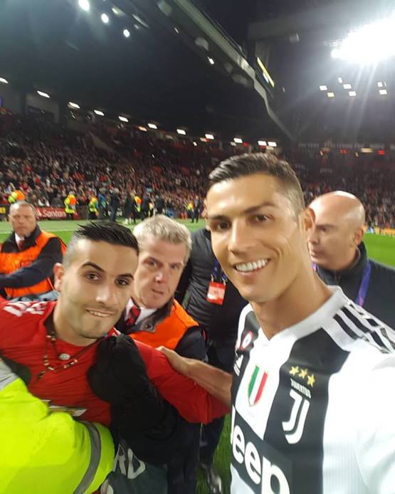 Fan gets selfie with Ronaldo while being 'escorted' off the pitch by security