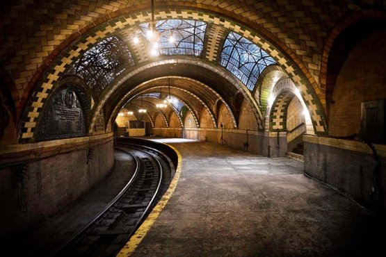 The Abandoned City Hall Subway Stop in New York, U.S.A. [880x587]