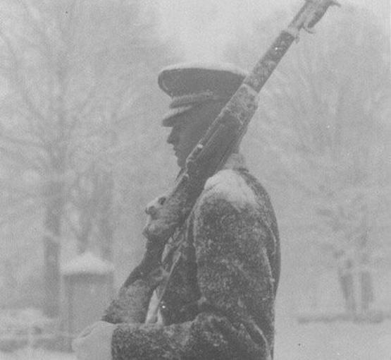 Back when D.C. was covered in snow & government was closed but soldiers at Tomb of Unknown Soldier never quit