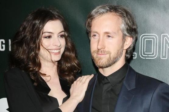 Anne Hathaway's husband looks like Ryan Gosling traveled back from the future and is putting in minimal effort to hide his secret