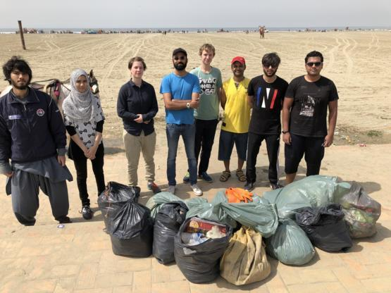 Last week i was alone, today it was a team work, and this time we cleaned up the beach in Karachi. 95% of the trash you see is plastic.