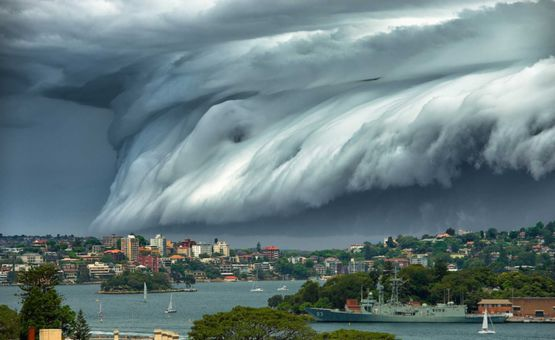 Cloud Tsunami over Sydney (Richard Hirst)