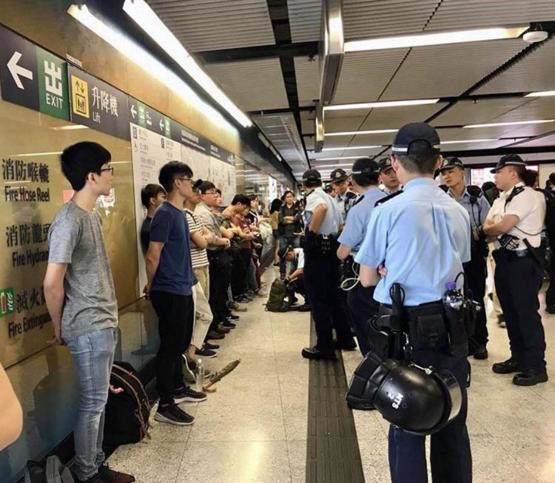 Hong Kong police frisking every teenagers without any explanation in MTR station