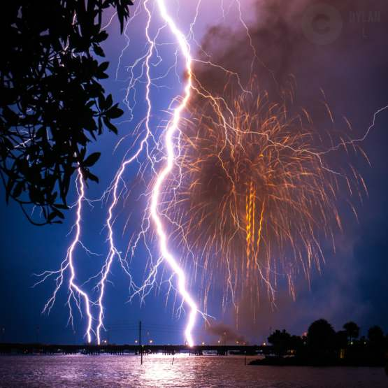 [OC] My Incredibly lucky 4th of July shot. Captured in Punta gorda Florida. Not long exposure. I was trying for the fireworks and thought my flash was on. Turned out to be lightning!