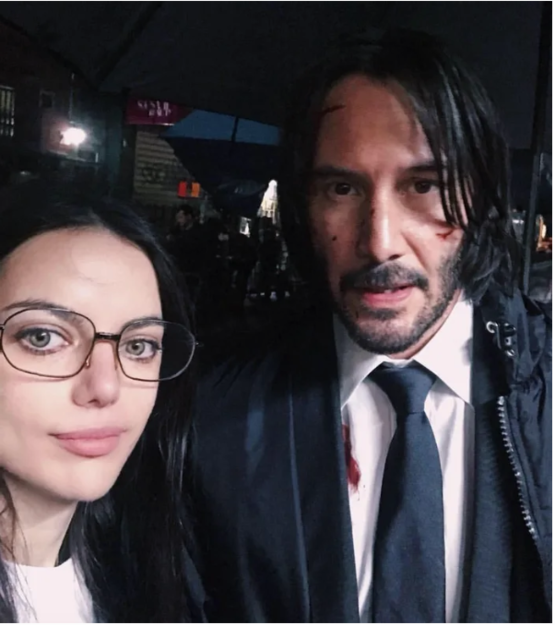 Even when Keanu was filming in Chinatown NYC, he still made time to take a pic with a fan.