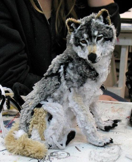 Wolf made out of pipe cleaners