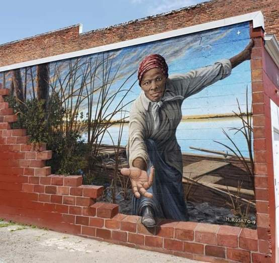 Harriet Tubman mural painted on the side of a wall.