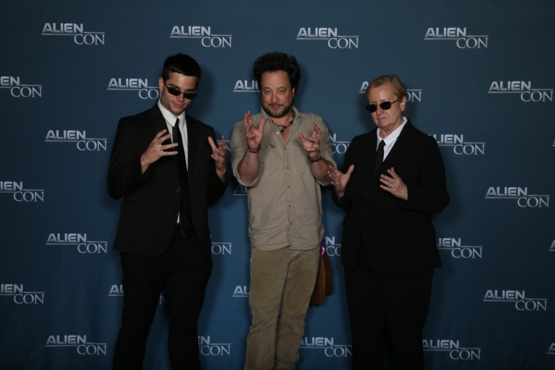 My mom asked me to bring her to Alien Con so she could meet a meme legend. Mission = Accomplished