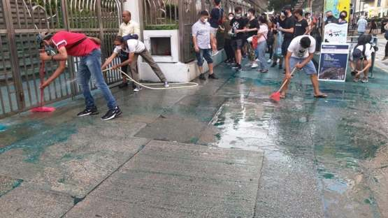 Hong Kong people clean up a Mosque after being attacked by dyes from police