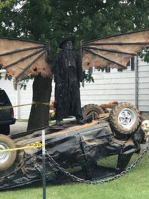 My friend's neighbor knows how to Halloween!!