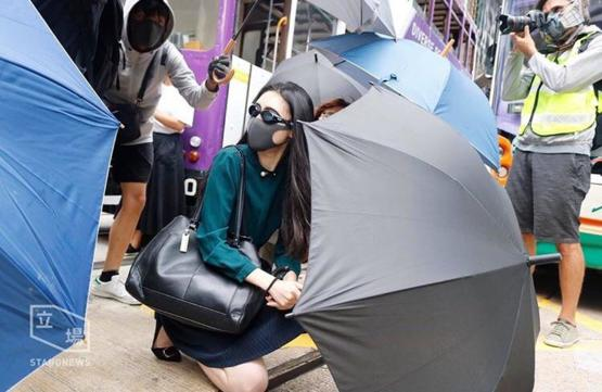When going to work is as important as fighting for freedom. This office lady in Hong Kong went to work in the morning and joined a protest during lunchtime. Credit to Stand News.