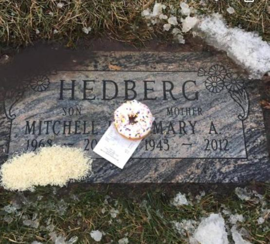 Mitch Hedbergs' grave