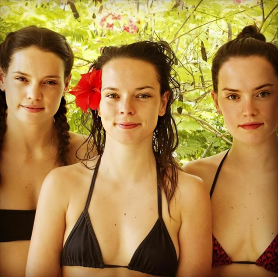 Daisy Ridley (Rey from Star Wars) and her sisters