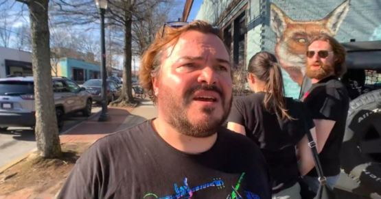 Jack Black walking past a couple and accidentally recreates the 'distracted boyfriend' meme