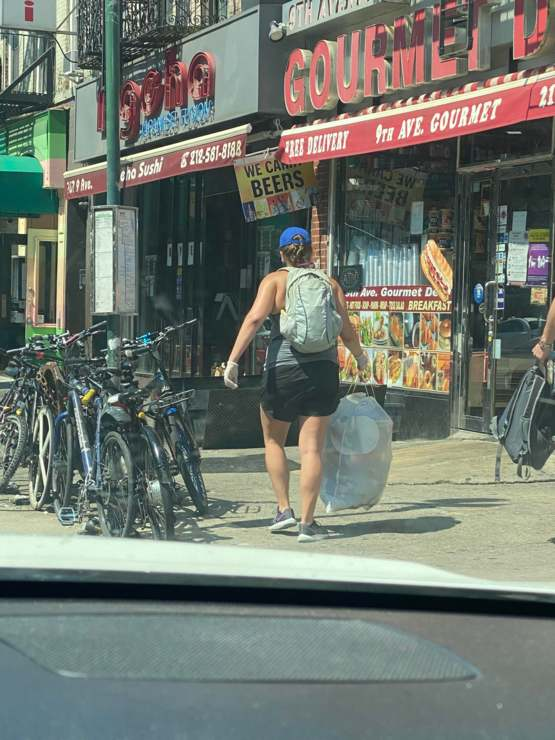 Much respect to this lady picking up trash in Manhattan. Helping make the world a better place ??