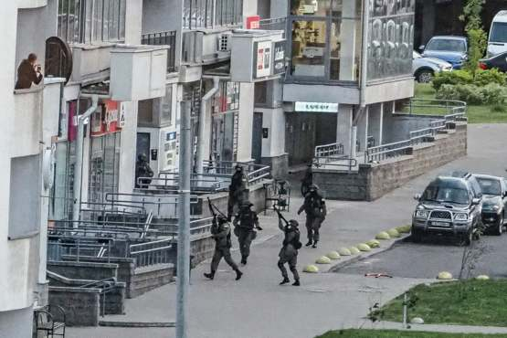 Special forces started shooting at civilians who are on their balconies and applauding the protest t