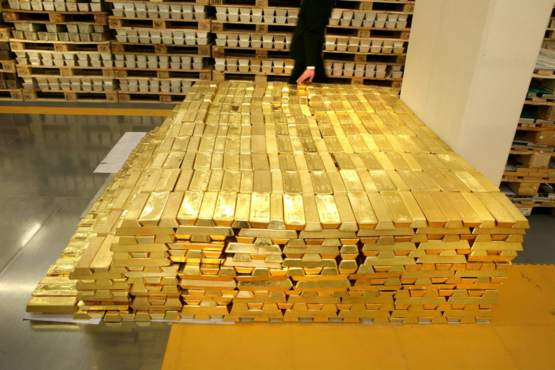 1.6 Billion Dollars in gold... and one casual observer who couldn't help himself.