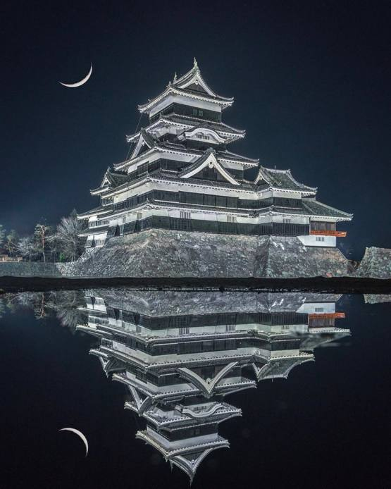 Matsumoto Castle looking like an evil fortress reflecting off the water