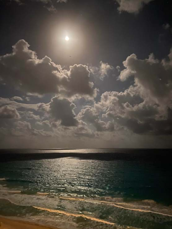 Moon over Cancun Hope you all like it