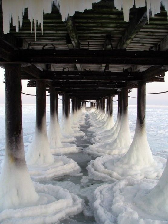 The way the ice forms under this pier