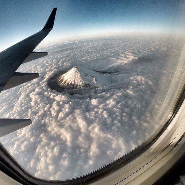 This is how Mt. Fuji cuts through the clouds