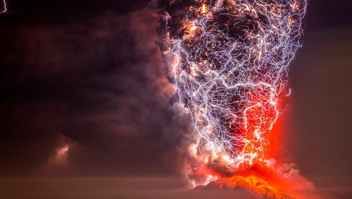 Lightning engulfs a volcanic eruption in Chile