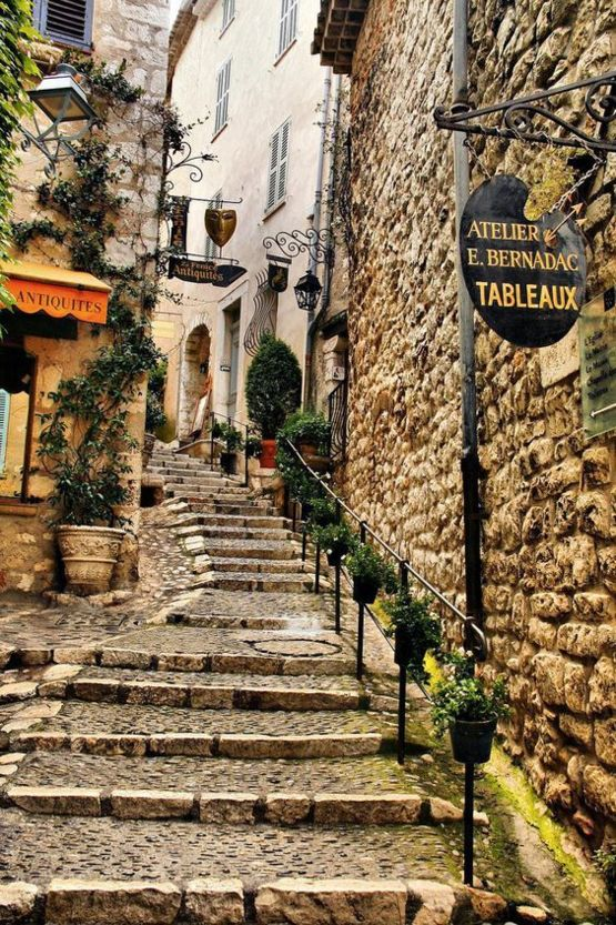 st paul de vence france charming small walled fortress full of lovely shops and art galleries. Black Bedroom Furniture Sets. Home Design Ideas