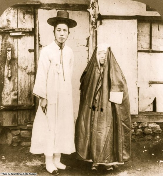 A young Korean man and his wife in street dress, Seoul, Korea, 1904.