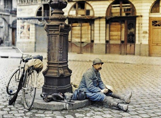 French soldier rests to have lunch after days of battle near Reims (France 1917).