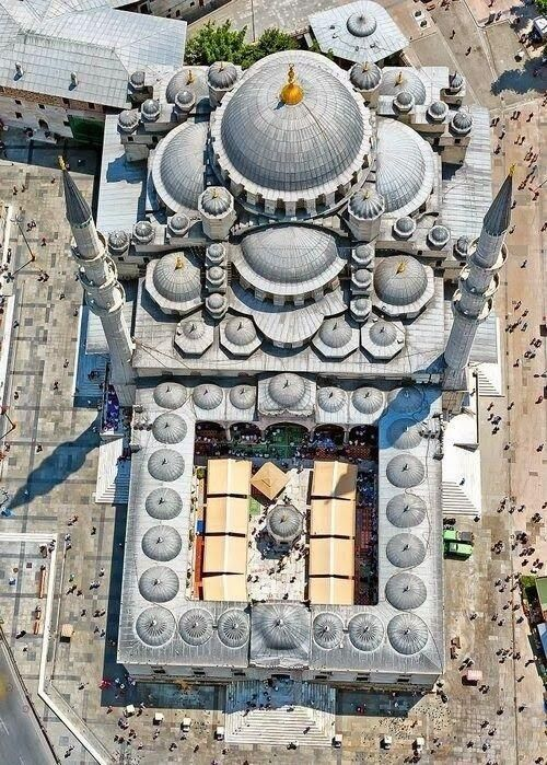 Birdseye view of the New Mosque in Istanbul, finished in 1663.