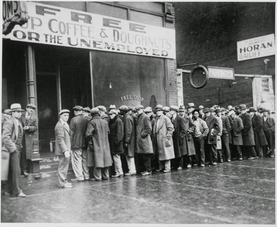 Al Capone's free soup kitchen, Chicago, 1931 - Trending on Twitter
