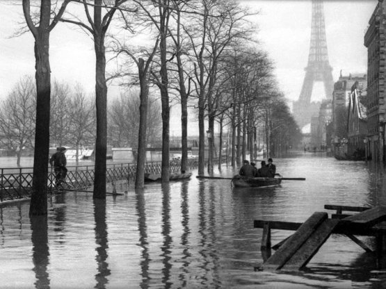 Paris flood, 1910. Photograph by Leonard Misonne.