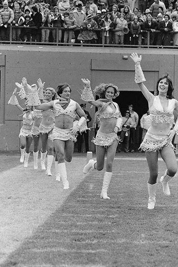 Robin Williams cheerleading for the Denver Broncos, 1980
