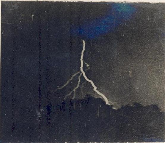 The first photograph of lightning, by William Jennings, 1882