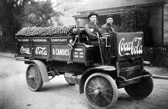 A Coca Cola company delivery truck in Knoxville, 1909.