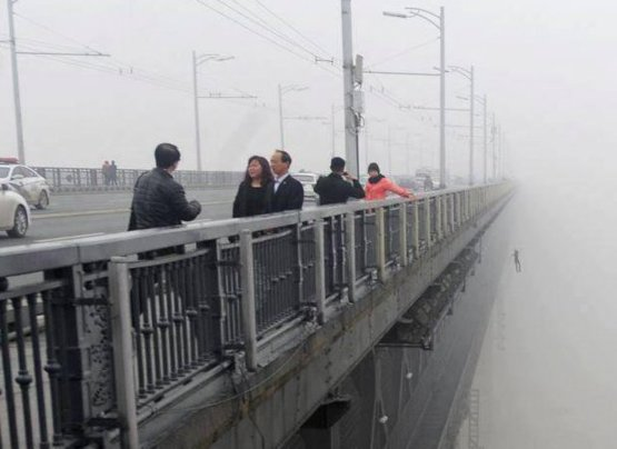 A Chinese photographer inadvertently captured one man's last moments.