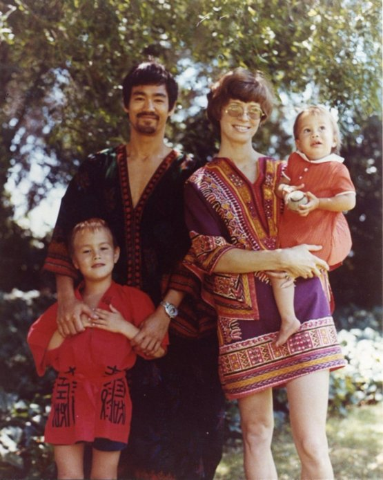 Bruce Lee and his family in the late 60s.