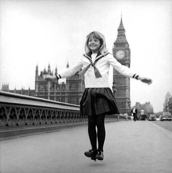 A young Jodie Foster in London in front of the Big Ben
