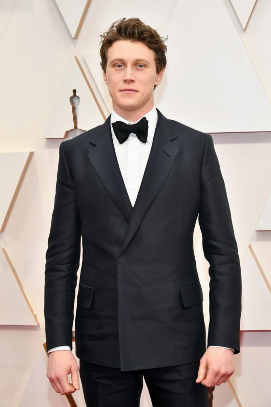 1917's #GeorgeMackay looking handsome on the #Oscars red carpet