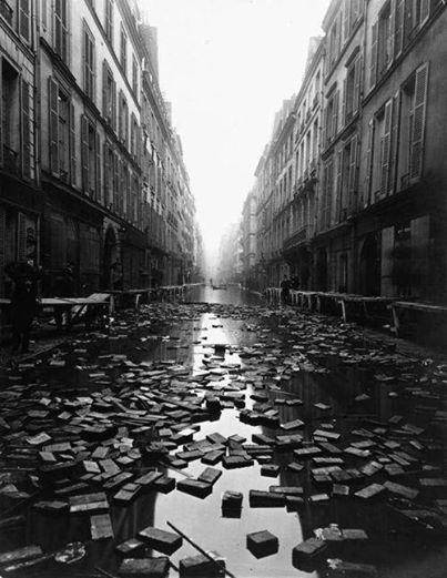 The result of a library during the 1910 Great Flood of Paris
