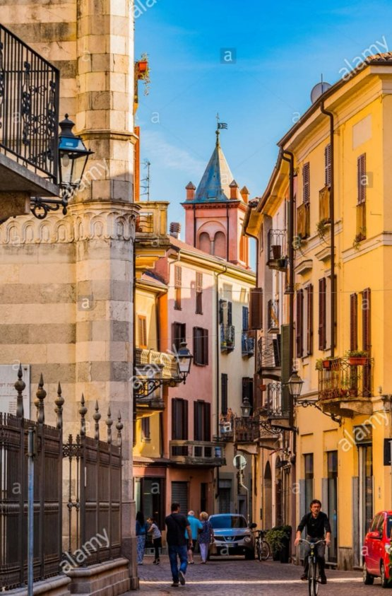 Born and living in Vercelli, Italy.